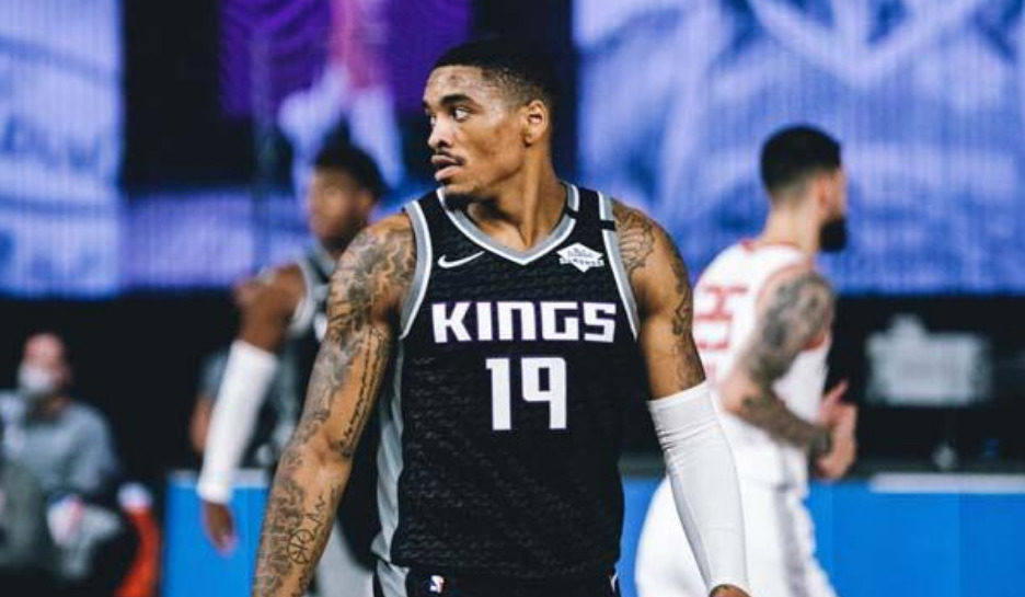 Sacramento Kings re-sign DaQuan Jeffries to two-year deal, per report.